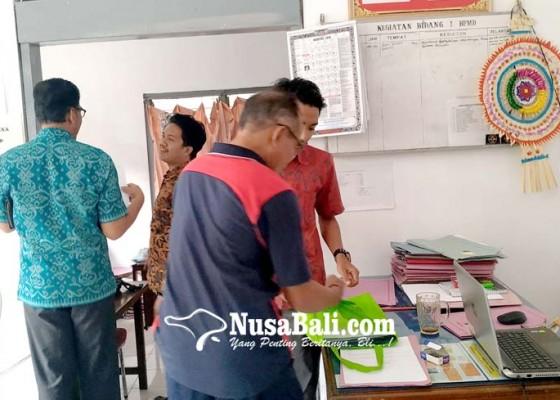 Nusabali.com - calon-perbekel-serbu-kantor-dpmd