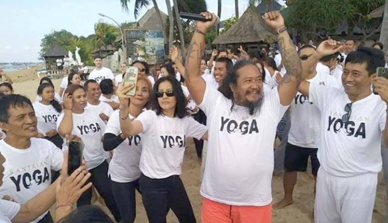 www.nusabali.com-olga-stadnikova-tampilkan-gayatri-mantra-joni-agung-dengan-yoga-gembira
