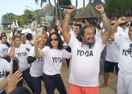 Nusabali.com - olga-stadnikova-tampilkan-gayatri-mantra-joni-agung-dengan-yoga-gembira
