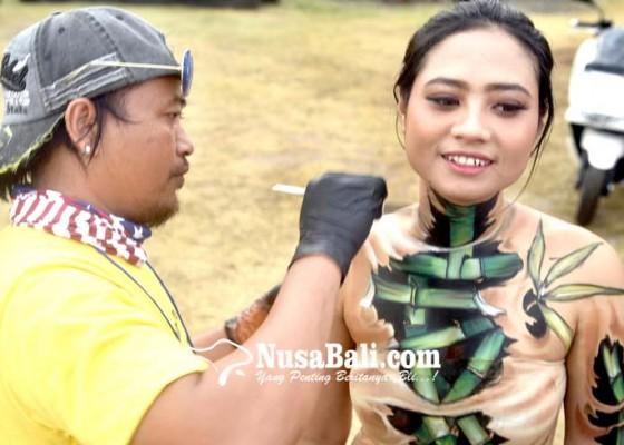 Nusabali.com - body-painting-rasa-bambu