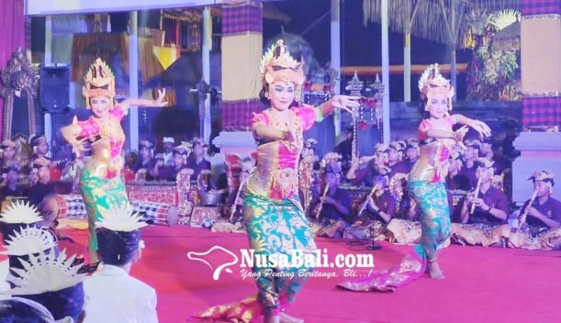 www.nusabali.com-dua-sekaa-gong-anak-anak-mabarung-di-pura-dalem-beng