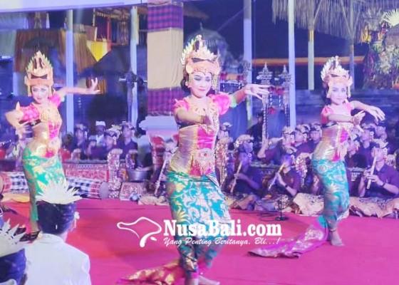 Nusabali.com - dua-sekaa-gong-anak-anak-mabarung-di-pura-dalem-beng