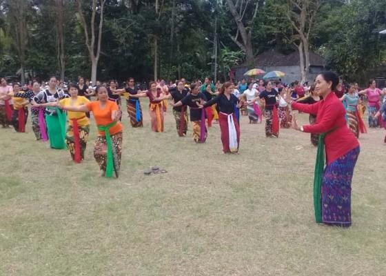 Nusabali.com - dimeriahkan-atraksi-tari-rejang-kesari-400-penari