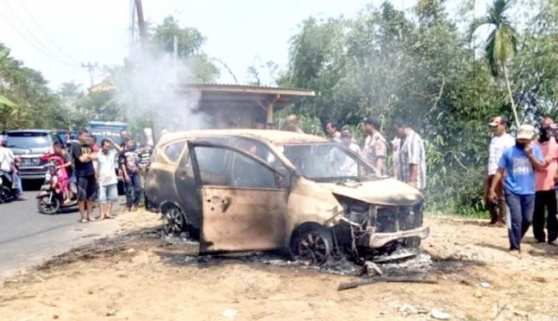 www.nusabali.com-dua-mayat-ditemukan-dalam-mobil-terbakar