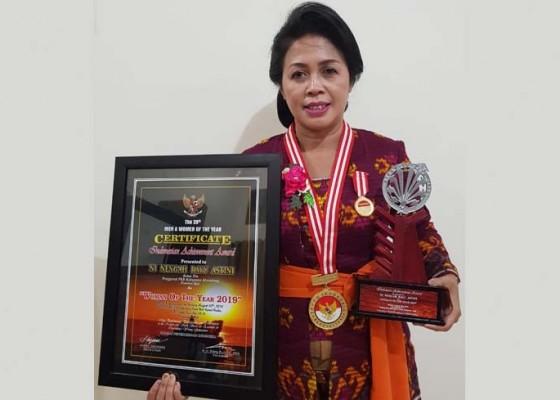 Nusabali.com - ny-ayu-suwirta-raih-penghargaan-woman-of-the-year-2019
