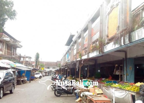 Nusabali.com - pedagang-di-selasar-selatan-tunggu-giliran-dipindahkan