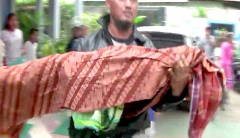 www.nusabali.com-paman-bopong-jenazah-keponakan
