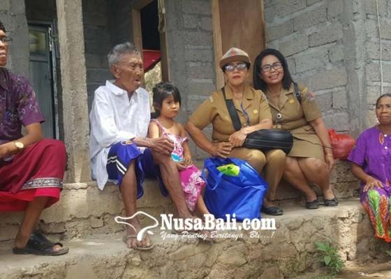 Nusabali.com - pasangan-lansia-kelabakan-biayai-pendidikan-sang-cucu
