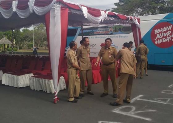 Nusabali.com - kpk-kunjungi-jembrana-bupati-artha-minta-seluruh-aparat-desa-hadir