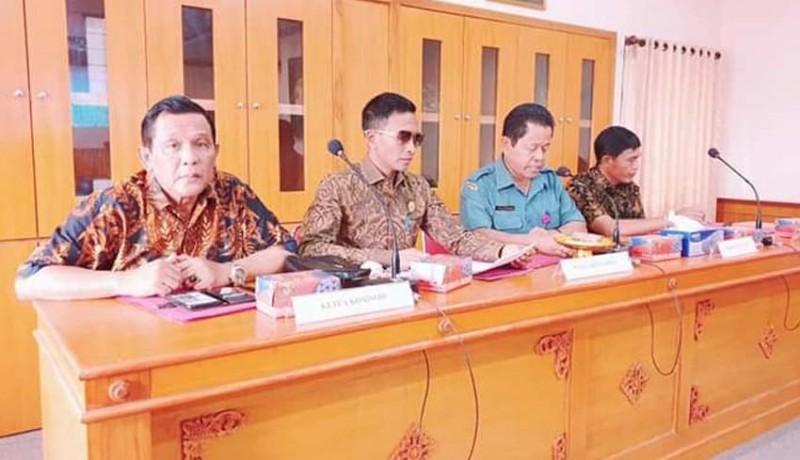 www.nusabali.com-komisi-iii-sidak-ke-perumda-pasar-mangu-giri-sedana