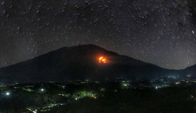 www.nusabali.com-lereng-gunung-agung-terbakar-di-tiga-titik