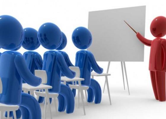 Nusabali.com - guru-sd-berprestasi-motivasi-siswa-beradu-ke-tingkat-nasional