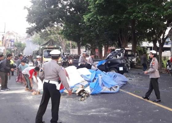 Nusabali.com - dua-pick-up-adu-jangkrik-5-terluka