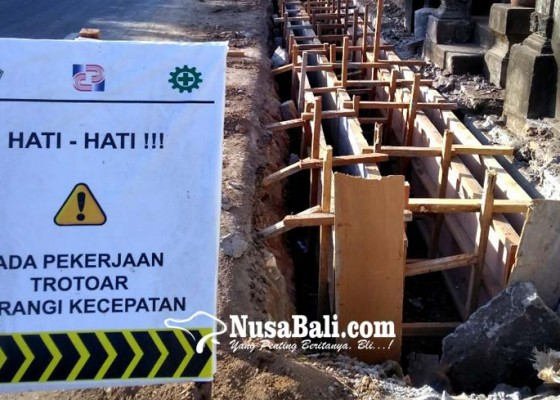 Nusabali.com - perumda-keluhkan-proyek-drainase-dinas-pupr-ganggu-saluran-air-pdam