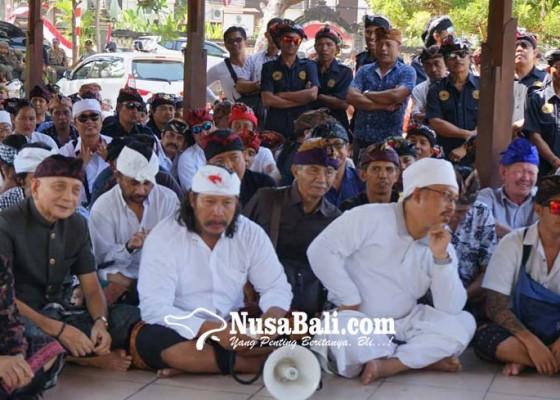Nusabali.com - bupati-redam-gejolak-krama-adat-asak