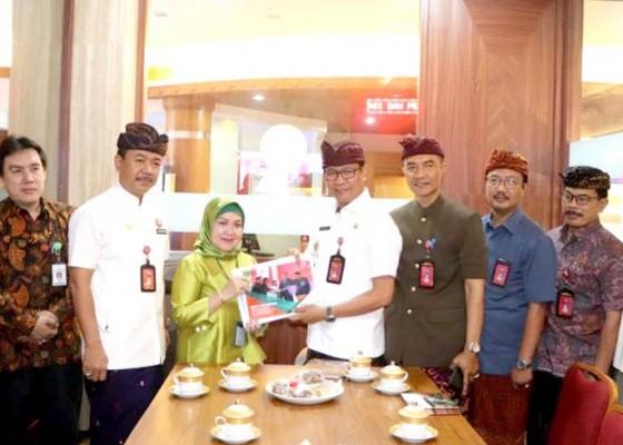 Nusabali.com - deputi-pelayanan-publik-kemenpan-rb-tinjau-mpp-badung
