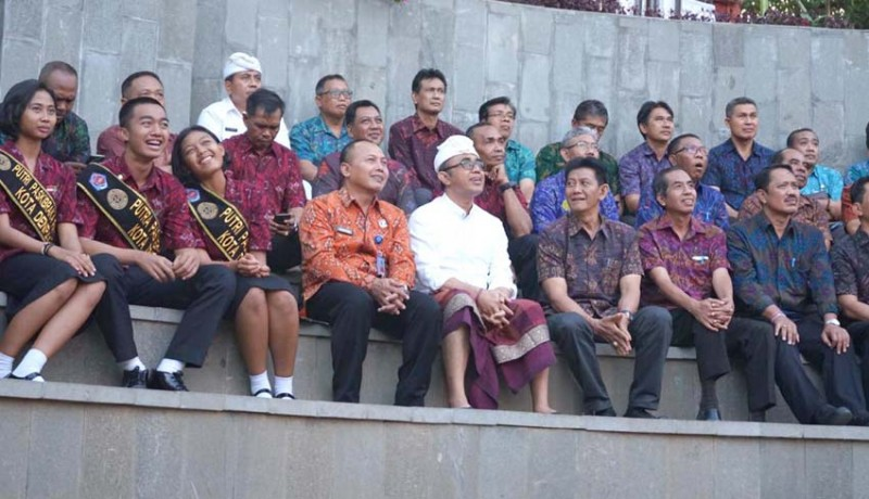 www.nusabali.com-jaya-negara-apresiasi-semangat-dan-disiplin-paskibraka-denpasar