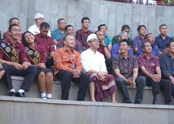 Nusabali.com - jaya-negara-apresiasi-semangat-dan-disiplin-paskibraka-denpasar