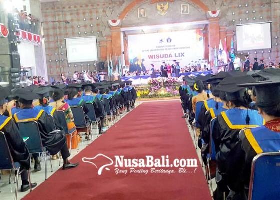 Nusabali.com - wisuda-ke-59-undiksha-lulusan-diharapkan-pegang-teguh-karakter