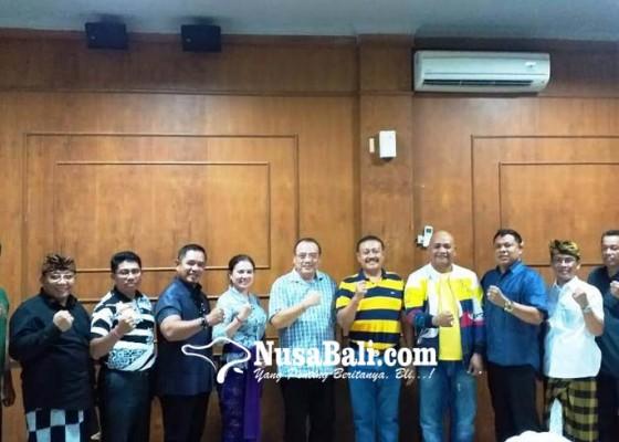 Nusabali.com - golkar-serahkan-10-sk-pimpinan-dewan