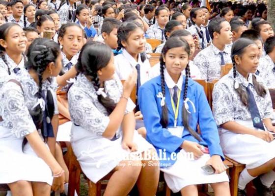 Nusabali.com - siswa-smp-belum-semua-cap-tiga-jari-ijazah