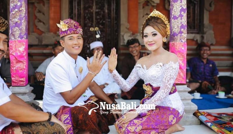 www.nusabali.com-lepas-masa-lajang-setelah-pacaran-selama-10-tahun-sejak-masih-smp