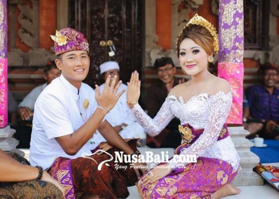 Nusabali.com - lepas-masa-lajang-setelah-pacaran-selama-10-tahun-sejak-masih-smp