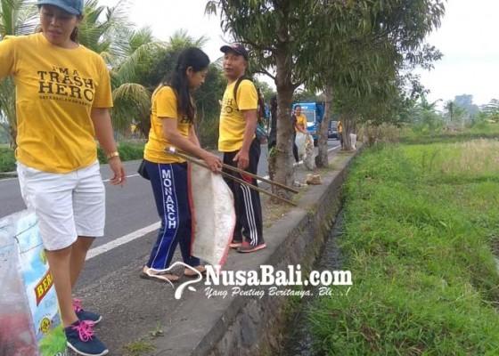 Nusabali.com - warga-buang-pempers-bekas-sembarangan