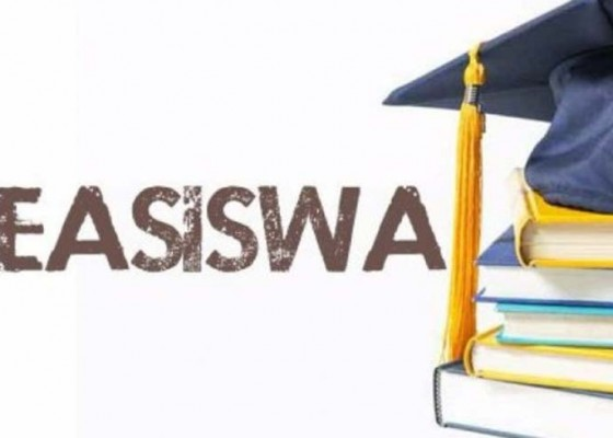 Nusabali.com - serahkan-beasiswa-bupati-artha-kecewa-banyak-penerima-absen