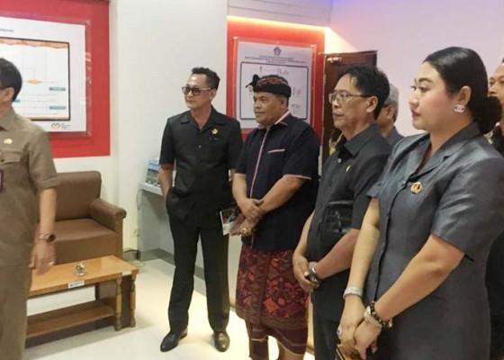 Nusabali.com - komisi-i-dprd-badung-kunjungi-mal-pelayanan-publik