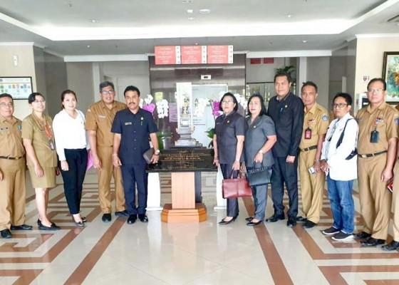 Nusabali.com - kasus-jenazah-tertukar-diatensi-komisi-iv-dprd-badung