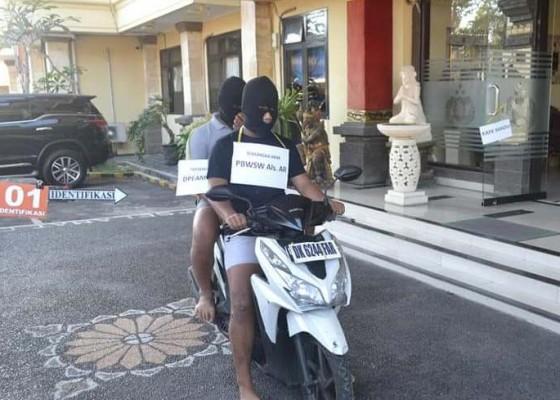 Nusabali.com - dua-tersangka-pembunuhan-peragakan-17-adegan