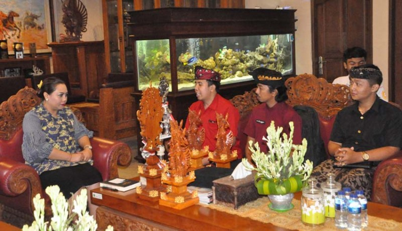 www.nusabali.com-borong-juara-udg-dan-teater-bupati-bangga-generasi-muda-tabanan