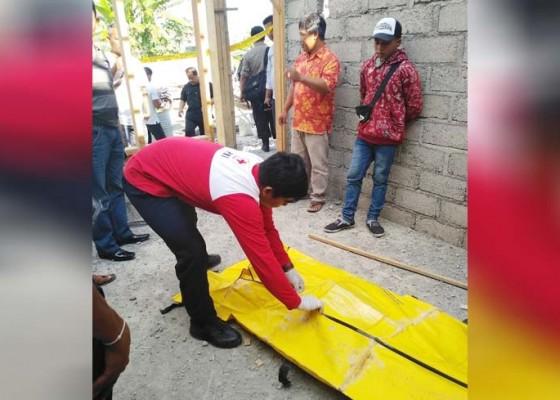 Nusabali.com - ngecas-hp-buruh-tewas-kesetrum