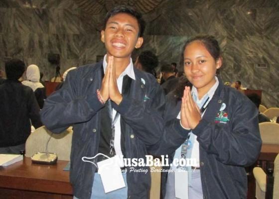Nusabali.com - siswa-sman-1-singaraja-sman-4-denpasar-lolos-ke-parlemen-remaja
