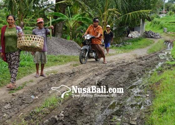 Nusabali.com - jalan-banjar-umasari-kangin-mirip-selokan