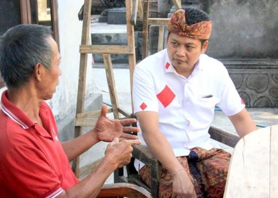 Nusabali.com - wabup-kembang-temui-keluarga-pasien-ngamuk