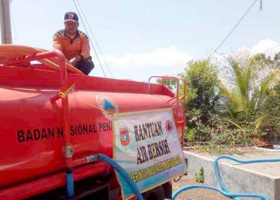 Nusabali.com - bpbd-suplai-5000-liter-air-ke-banjar-paleg