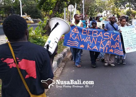 Nusabali.com - mahasiswa-papua-di-bali-minta-8-kawannya-dibebaskan