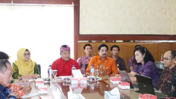 www.nusabali.com-pemkab-bangli-terima-kunjungan-tpid-magetan-dan-priangan-timur