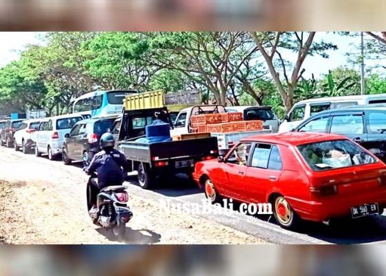 Nusabali.com - macet-di-jalur-goa-lawah-lalulintas-sempat-lumpuh