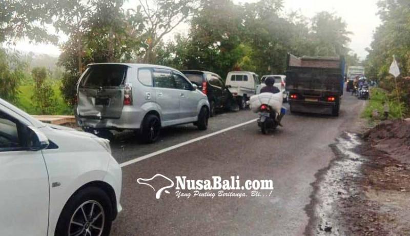 www.nusabali.com-ngerem-mendadak-empat-kendaraan-tabrakan-beruntun