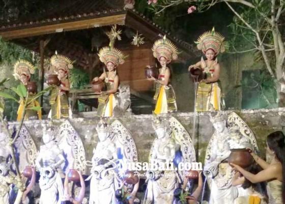 Nusabali.com - seniman-muda-garap-karya-we-beji-langon