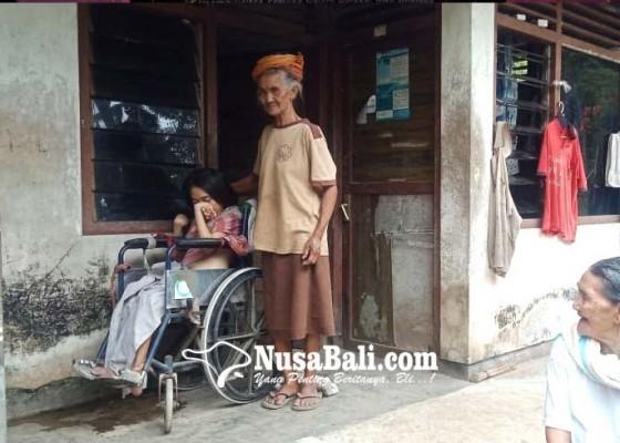 Nusabali.com - sendirian-rawat-cucu-kolok-dan-lumpuh