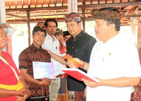 Nusabali.com - 84-kelompok-perikanan-terima-bantuan-senilai-rp-33-m