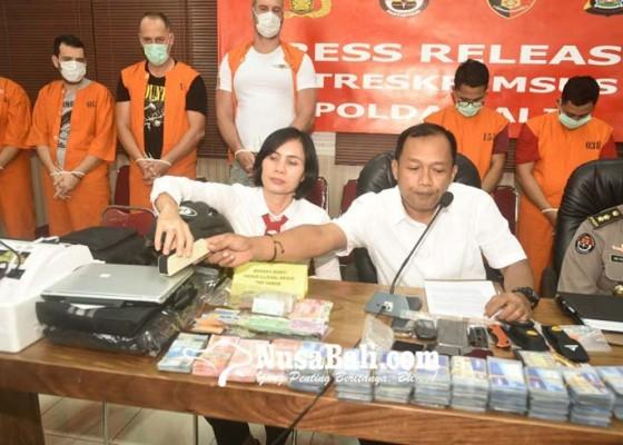 Nusabali.com - 4-pelaku-skimming-asal-bulgaria-ditangkap