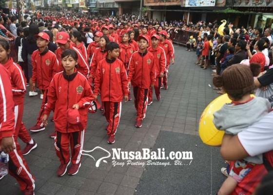 Nusabali.com - parade-pembukaan-porprov-bali-sedot-ribuan-penonton