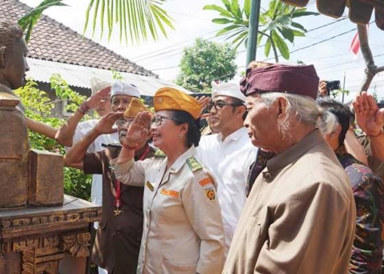 Nusabali.com - pemkot-serahkan-patung-pahlawan-kapten-ib-putu-djapa