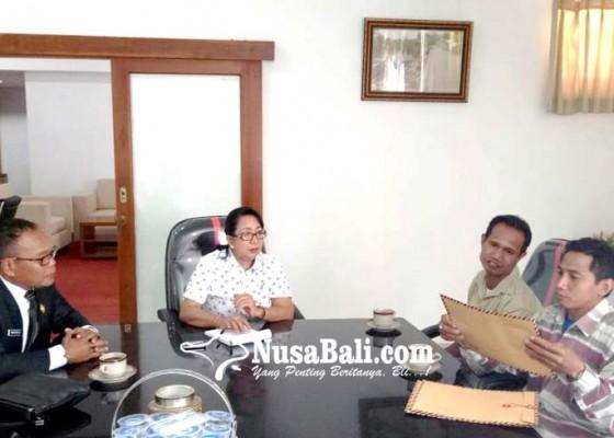 Nusabali.com - gaji-belum-dibayar-karyawan-perusda-bali-masadu-ke-dewan