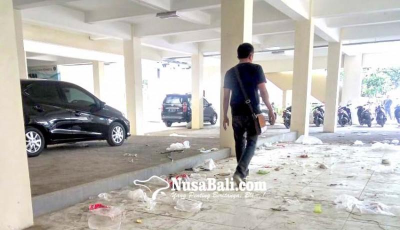 www.nusabali.com-sampah-plastik-berserakan-di-terminal-loka-crana